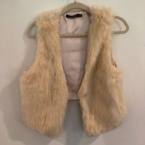 Ark & Co Ivory Cropped Faux Fur Vest